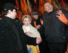 Луценко угощал коньячком, Тарасюк покуривал сигары, а баба Параска рассказывала Кличко про негров (эксклюзивный репортаж с Майдана, фото)