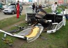 В Киеве БМВ разорвало на части в результате сильного удара об электроопору. Фото