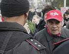 В Донецке коммунисты пошли врукопашную на ментов. Фото