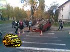 ДТП по-депутатски. Киевлянин на «Ладе» перевернул «Ниссан». Фото