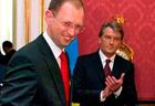 Яценюка выгнали, Тимошенко поймали на вранье, Янукович надел шапку-невидимку, а Ющенко рекламировал Партию регионов. Итоги недели от «Фраз