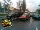 В центре Киева разбился Hummer. Фото