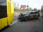 В киевских троллейбусах опасно ездить. Какой-то лихач может взять на таран. Фото