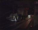Киев. Водитель немного не рассчитал и… «МАЗу» снесло крышу. Фото