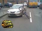 Киев. Велосипедист чхать хотел на ПДД. И был жестоко покаран. Фото