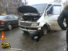 В Киеве женщина на микроавтобусе врезалась в маршрутку… и потом попала под колеса своего же авто. Фото