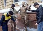 Одесский памятник менту подождет Луценко. Фото