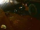 Киев. Неравное противостояние бетономешалки и легковушки. Фото