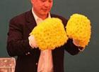 Косте Цзю подарили очень необычные перчатки. Фото