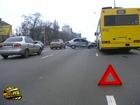 Киев. Лопнувшее на ходу колесо стало причиной некислого ДТП. Фото