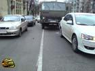 Киев. Водитель груженного КамАЗа «догнал» блондинку на Mitsubishi. Фото