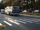Киев. Троллейбус чудом не переехал пьяного. Фото