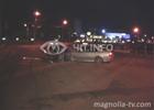 Киев. «БМВ», рассекая по ночному городу, наткнулся на отбойник. Водила бросил машину и убежал. Фото