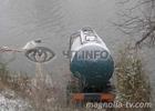 Донбасс. Бензовоз, потеряв кабину, въехал в реку. Водитель чудом остался жив. Фото