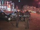 В Киеве лоб в лоб влупились две крутые иномарки. Одной не повезло намного больше. Фото