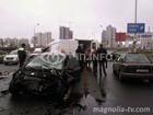 Жестокая авария на киевской дороге. Лобовое столкновение  микроавтобуса и легковушки. Фото