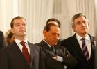 Берлускони снова отчебучил.  На сей раз во время празднования 20-летия падения Берлинской стены. Фото