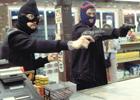 В Запорожье мужик в «гриппозной» маске совершил дерзкий гоп-стоп