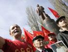 Орлы Тягнибока надругались над новым памятником Ленина