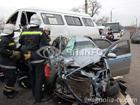 Авария на Николаевщине. Легковушка и маршрутка сильно ударились лбами. Фото