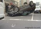 В центре Киева две машины превратились в хлам. А все из-за того, что одной даме вздумалось порулить. Фото
