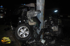 Днепропетровск. От удара о столб кроссовер разворотило вместе с водителем и пассажиром. Фото