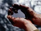 Ученые научились получать нефть из мусора