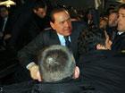 Сломанный нос, выбитые зубы и окровавленное лицо Берлускони. Фото с места событий
