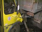 В Киеве переполненная маршрутка на скорости влупилась в грузовик. Девяти пассажирам не повезло. Фото