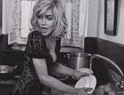 Мадонна занялась мытьем посуды. Кризис коснулся всех