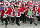 В Сеуле несколько сот Санта-Клаусов устроили необычное соревнование. Фото