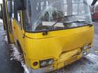 В Киеве не поделили дорогу две маршрутки. Троим пассажирам не повезло. Фото