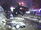 Многострадальные столичные дороги. Навороченный «Лексус» превратился в фарш, переломив пополам столб. Фото
