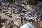 Хаос и анархия на Гаити. Люди возводят баррикады из трупов. Фото