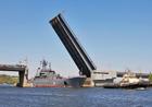 В суровом николаевском порту инцидент. Не смогли разминуться российский военный корабль и украинский буксир