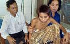 Женщина-маугли, не выдержав жизни среди людей, сбежала обратно в джунгли. Фото