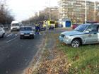 Киевлянин по неосторожности подвез на капоте своего «ВАЗа» маленькую девочку. Фото