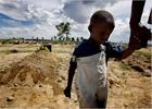 Холера сотнями убивает гаитян