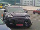 В Киеве крутой Porsche Cayenne взял тараном скромный Lanos. Фото