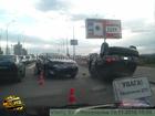 Киев. «Тойота» от души приложилась в бок «Ниссану». Последний, после такого удара, тормозил уже крышей. Фото