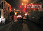 Пьяные киевляне подрались прямо на улице. Один из них случайно угодил под троллейбус. Фото
