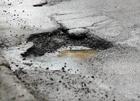 Шикарные столичные дороги. Киевлянин провалился под асфальт