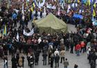 Коммунальщики заявились на Майдан, чтобы разобрать палаточный городок. Милиция тоже готова вмешаться