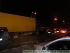Киев. Огромный грузовик вылетел на красный свет. Столкновения избежать не удалось. Фото