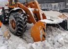 300 машин «слизывают» снег с дорог Киева