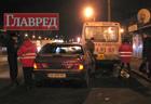 Пьяный в зюзю киевлянин на «Жигулях» зарулил в маршрутку. Фото