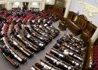После долгого перерыва Верховная Рада вернулась к своему нормальному состоянию: трибуна заблокирована