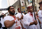 Шииты режут себя и детей с особой жестокостью. Так они скорбят по внуку пророка Мухаммеда. Фото