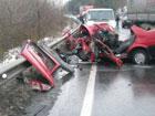 На Закарпатье «ВАЗ» отфутболил Volkswagen прямо под колеса фуры. Погибли три человека. Фото