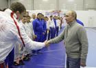 Путин, размявшись, скрутил парочку чемпионов по дзюдо. Фото